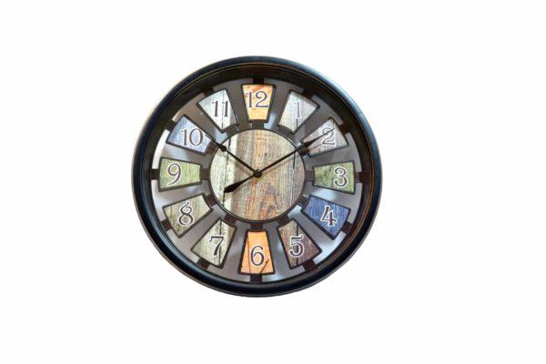 ceas cu aspect lemnos